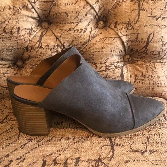 American Eagle closed toe heels blue gray size 10